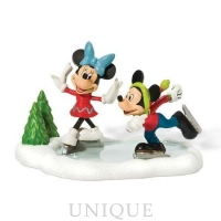 Department 56 Mickey and Minnie Go Skating