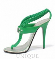 Just the Right Shoe Sizzle