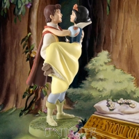 Walt Disney Classics Collection Snow White and Prince: Fairytale Ending