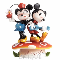 Walt Disney Showcase Collection Mickey & Minnie Mouse